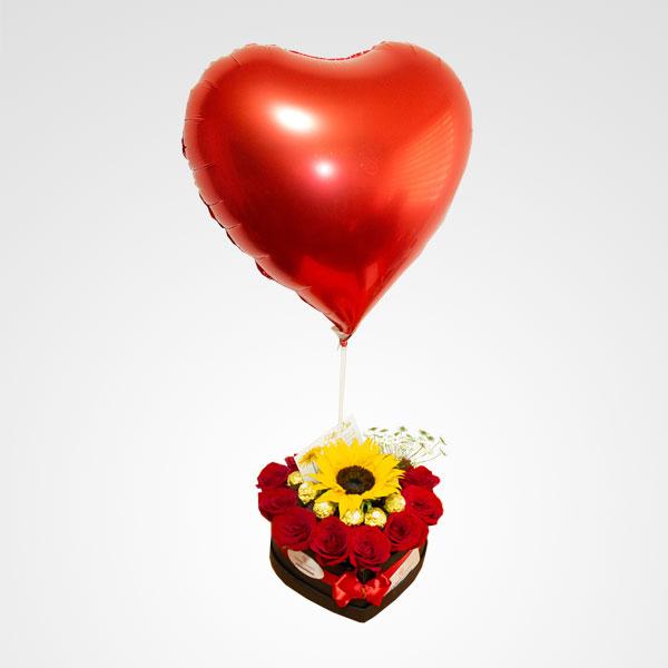 caja de rosas rojas corazon globo floreria bogota