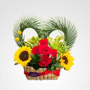 arreglo de rosas rojas y girasoles corazonada floristeria bogota
